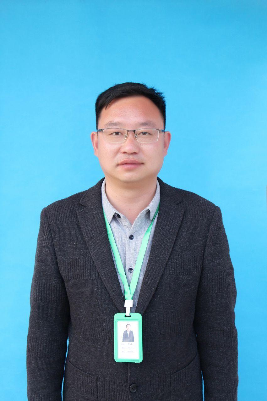 履行校长、教导专家 龚天勇